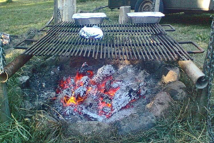 Bålplads med grill til fælles brug