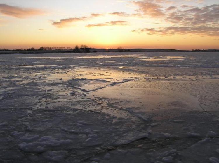 Aftensol og is på havet