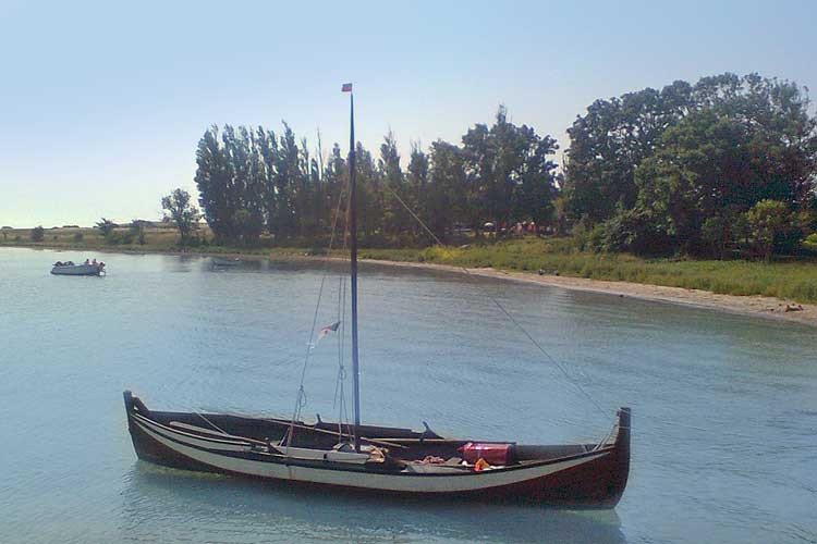 Vikingeskib anløber