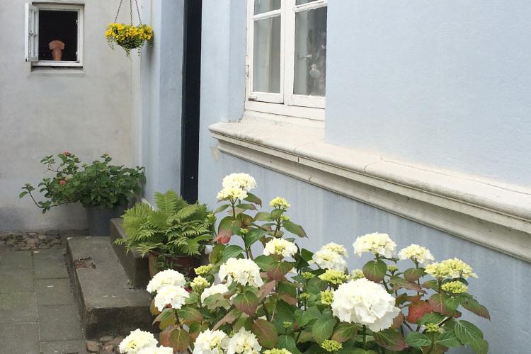 Indgang til Det Blå Gæstehus.JPG