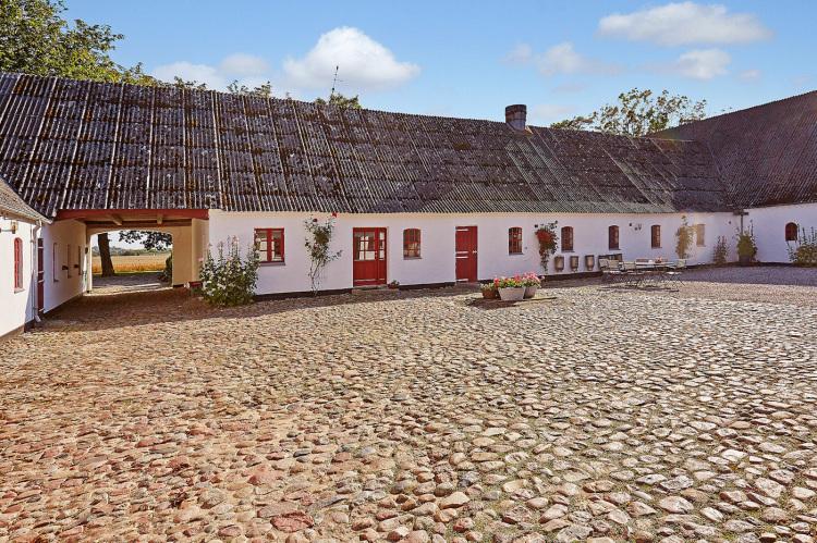 Åløkkegårdens smukke gårdsplads.jpg