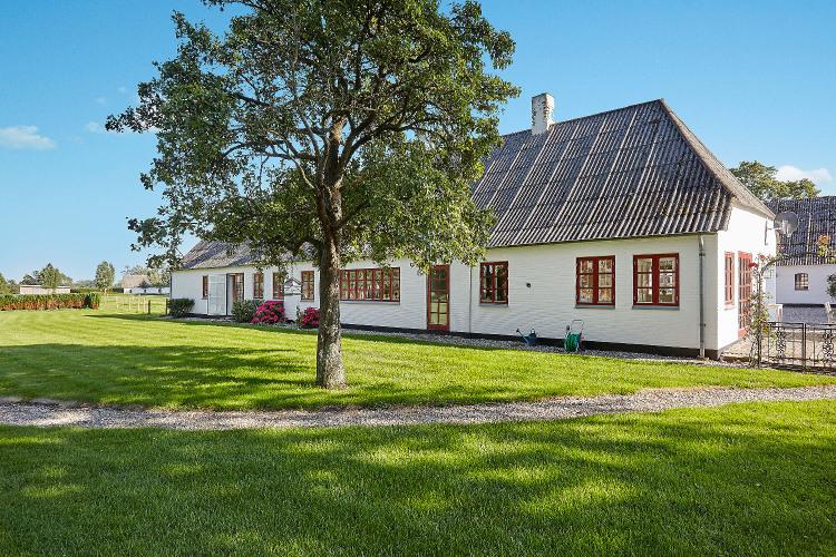 Åløkkegården - Stuehuset set fra haven.jpg